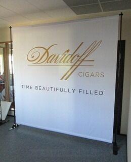 Taustasein Davidoff cigars